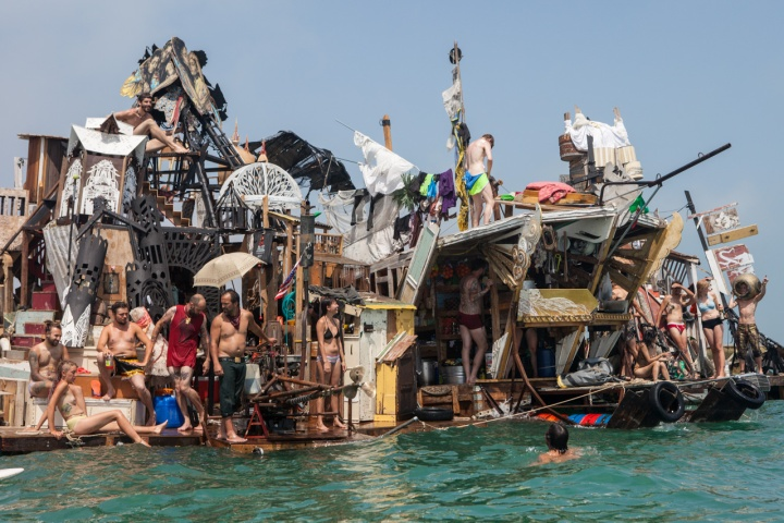 Is this really steampunk? Looks more like some garbage dumped on a raft.