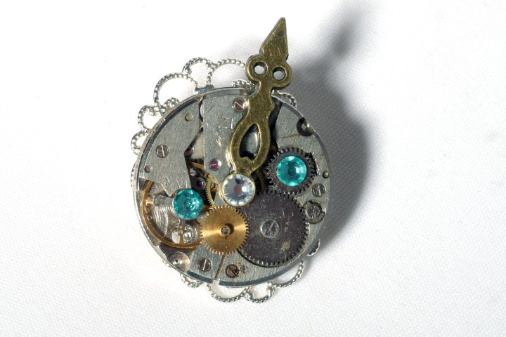 Always Alternative steampunk Watch brooch front