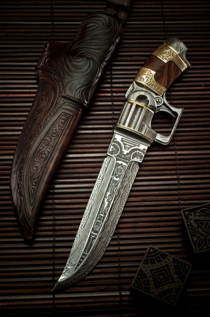 Steampunk knife with pistol design
