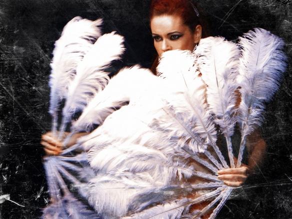 Burlesque performer Luna Diosa