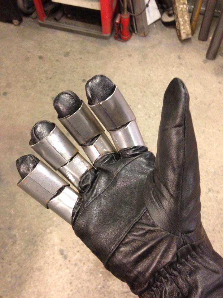steampunk_freddy_glove_10
