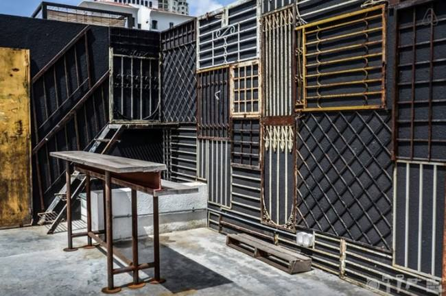 Gates stuck to a wall: steampunk