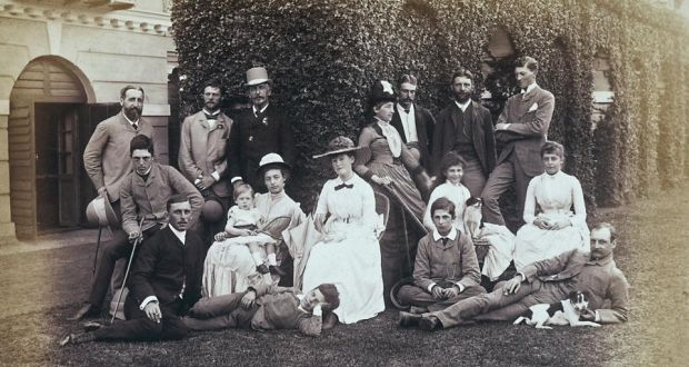 Lord Dufferin, back row in the top hat.